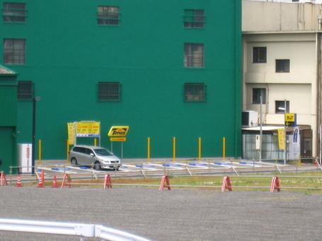 駐車場0526-2.JPG