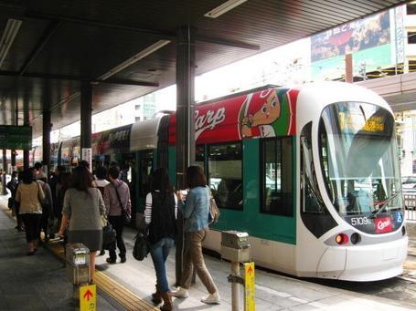 カープ電車2.JPG