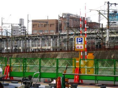 西側駐車場0325-2.JPG