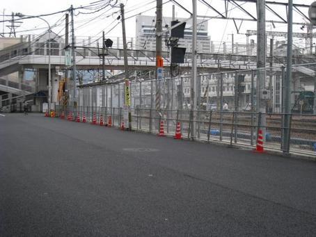 JR沿い市道フェンス-1.JPG